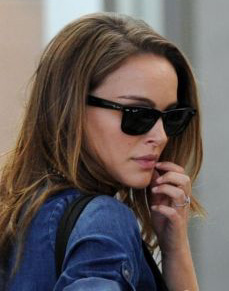Natalie Portman in Style with Ray-Ban Wayfarers Sunglasses ... 99f6f523ec13