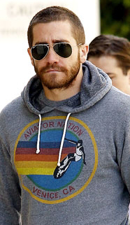 3869e2307 Jake Gyllenhaal Getting High with Ray Ban Aviators - Sunglasses and ...