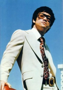 bruce-lee-suit-sunglasses-210x300.jpg