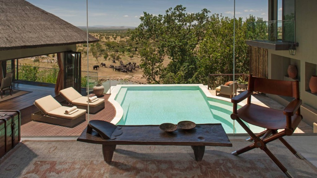 four seasons safari lodge elephants pool