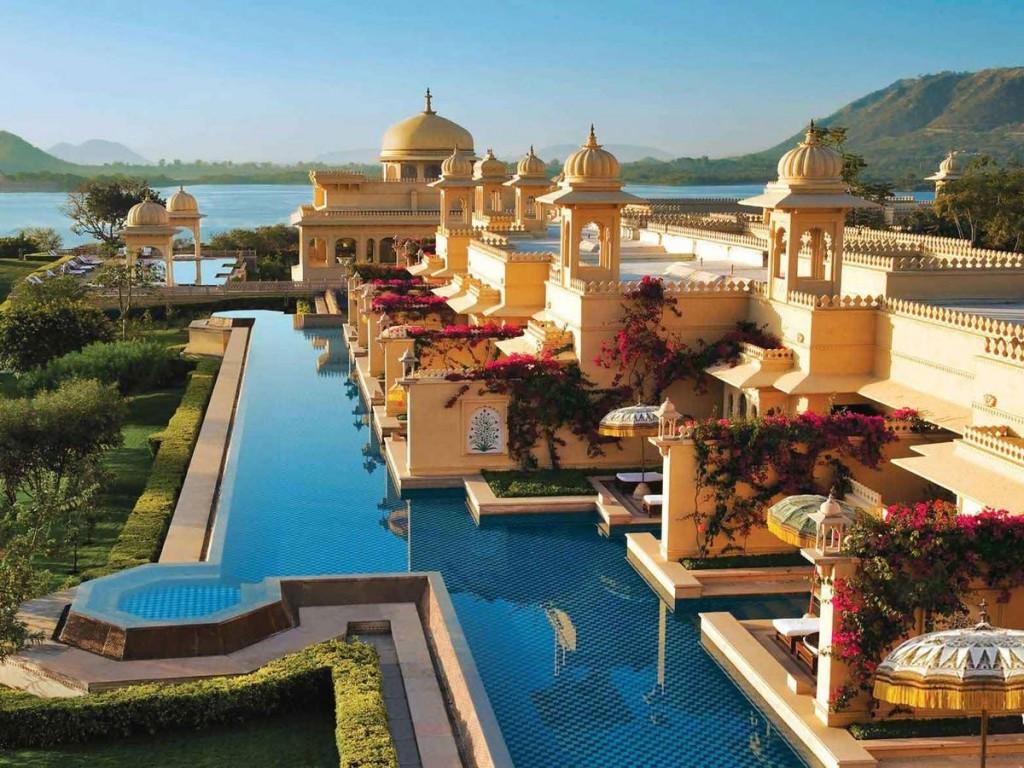oberoi udaivilas pool india