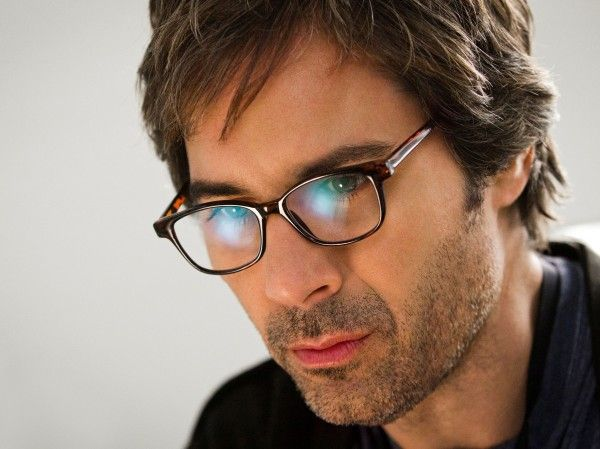 What glasses does Eric McCormack wear in Perception?