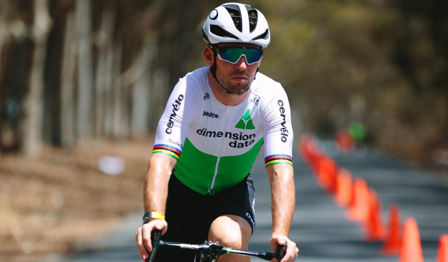 39125d277b6 Mark Cavendish Wearing Oakley Jawbreaker Sunglasses - Sunglasses and Style  Blog - ShadesDaddy.com