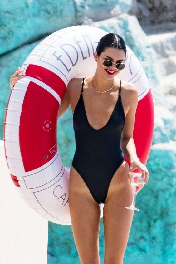 Kendall Jenner Ray-Bans